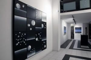 veduta della mostra Astronomy di Enzo Rovella