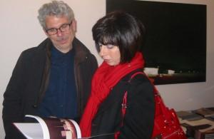 Carmelo e Antonella Bongiorno sfogliano il catalogo di David (02/2010)
