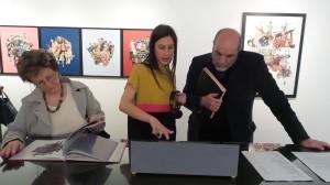 Valentina Mir e il critico Giuseppe Frazzetto all'inaugurazione della mostra Miramorphoses - aprile 2015