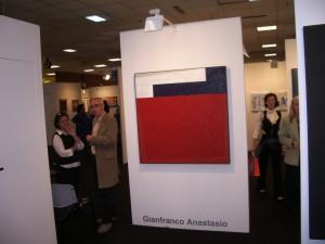 Giorgia Sanfo accanto ad un'opera di Anastasio, 2008